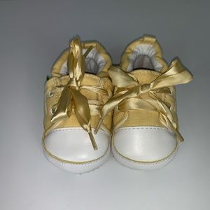 Yellow soft walkers satin strings size 4 (18-24M)